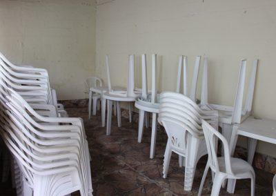 Cadeiras e Mesas (Espaço para eventos de médio porte)