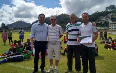 Homenagens a personalidades marca evento no CT do Nova Friburgo  Atividade reuniu jogadores e dirigentes durante as atividades esportivas em Conselheiro Paulino