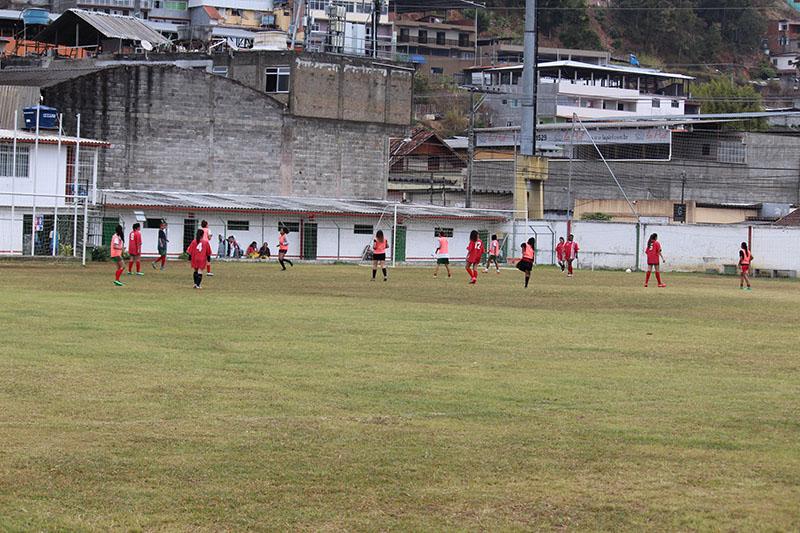 <h1>Atletas do futebol feminino fazem amistoso em Cachoeiras de Macacu </h1> <h>Expectativa é que 25 a 26 atletas participem de partida preparatória para a disputa do Campeonato Municipal da categoria</h>