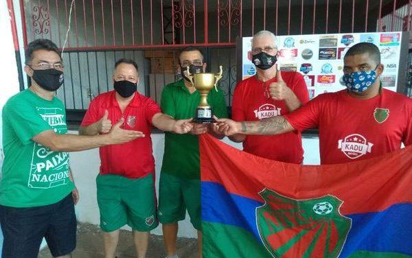 <h1>FutMesa conquista troféu de campeão do Primeiro Desafio Regional Ricardo Carioca </h1> <h>Equipe somou 13 pontos, com quatro vitórias, um empate e um tropeço</h>